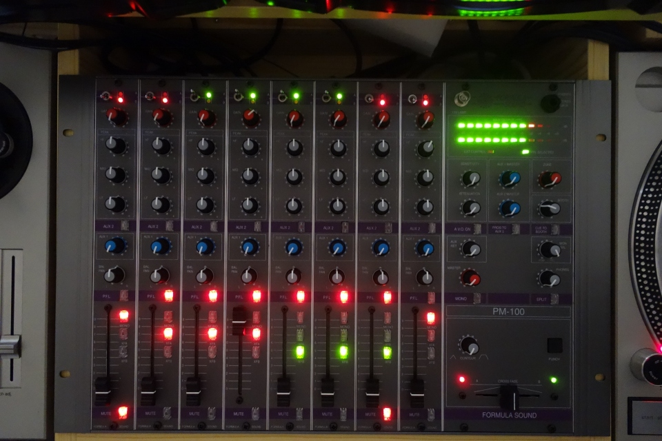 Formula Sound PM-100 - LEDs-2 (1920x1280)